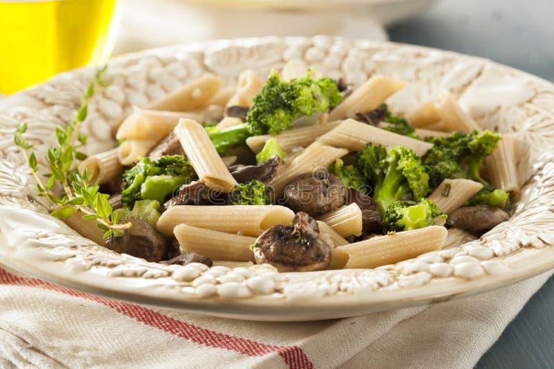 Download Домодельные макаронные изделия брокколи и пармезана Стоковое Изображение - изображение насчитывающей pasta, здорово: 41657977