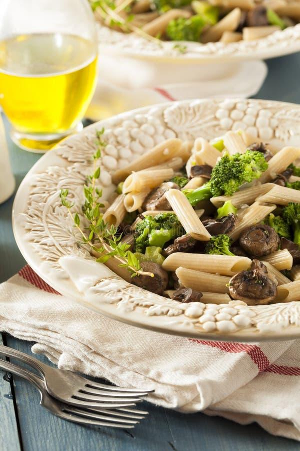 Download Домодельные макаронные изделия брокколи и пармезана Стоковое Изображение - изображение насчитывающей грибы, еда: 41657985