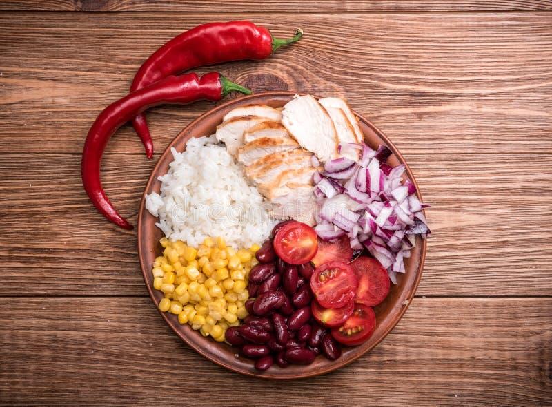 Домодельные мексиканские шары буррито цыпленка стоковая фотография rf