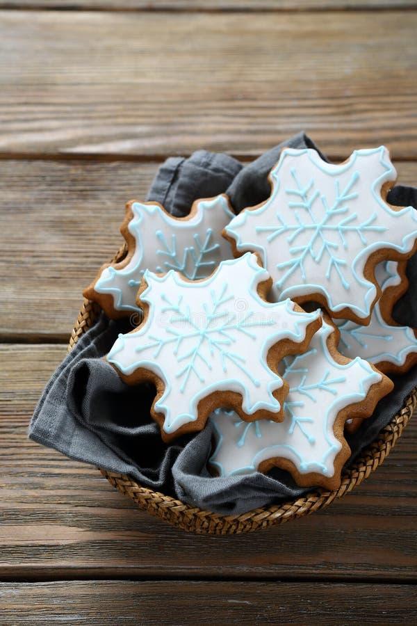 Домодельные печенья в корзине стоковая фотография rf