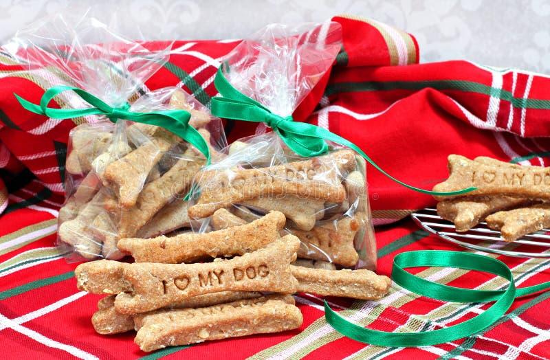 Домодельные печенья собаки проштемпелевали с влюбленностью I мою собаку в Se рождества стоковые изображения