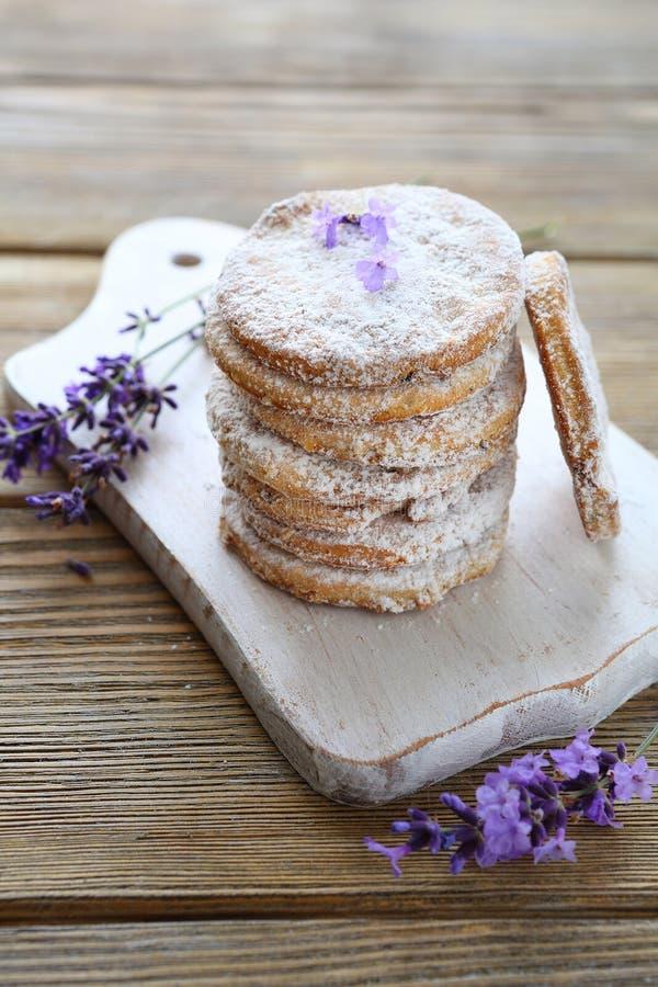 Домодельные печенья с лавандой стоковое фото