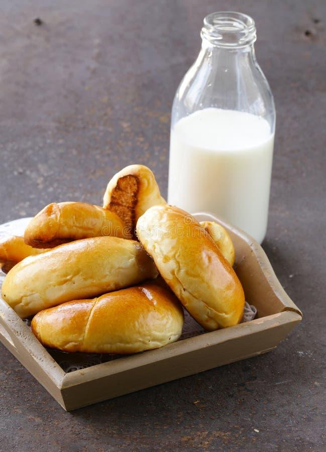 Домодельные печенья, сладостные крены плюшек стоковое изображение rf