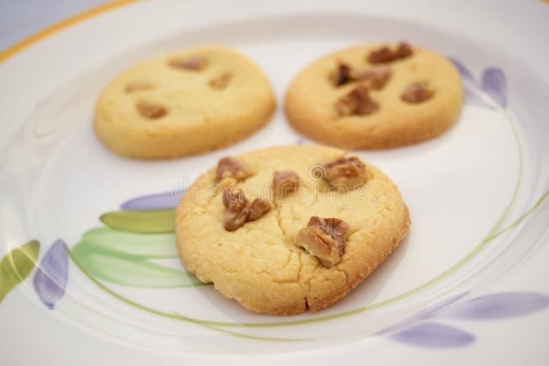 Домодельные печенья с грецкими орехами стерженя стоковое фото rf