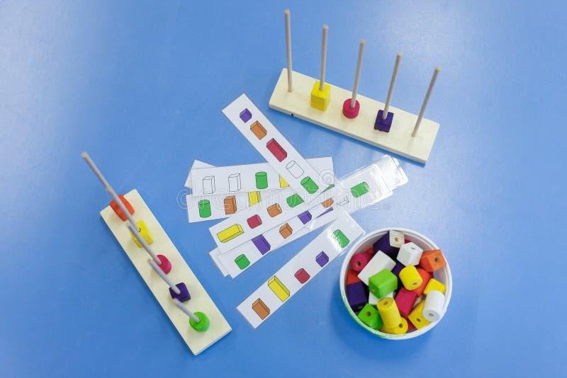 Домодельные, самодельные воспитательные игрушки стоковая фотография