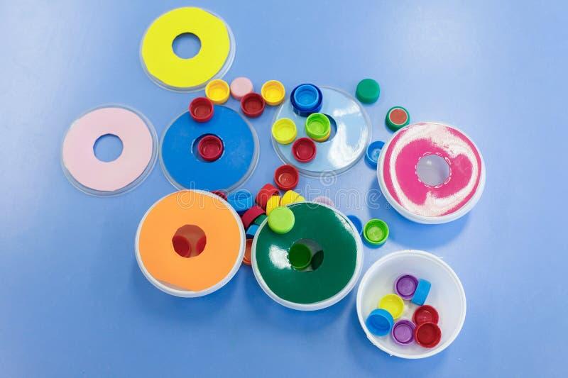 Домодельные, самодельные воспитательные игрушки стоковое фото