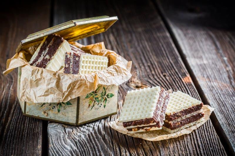 Домодельные сладостные вафли с шоколадом и фундуком стоковая фотография rf