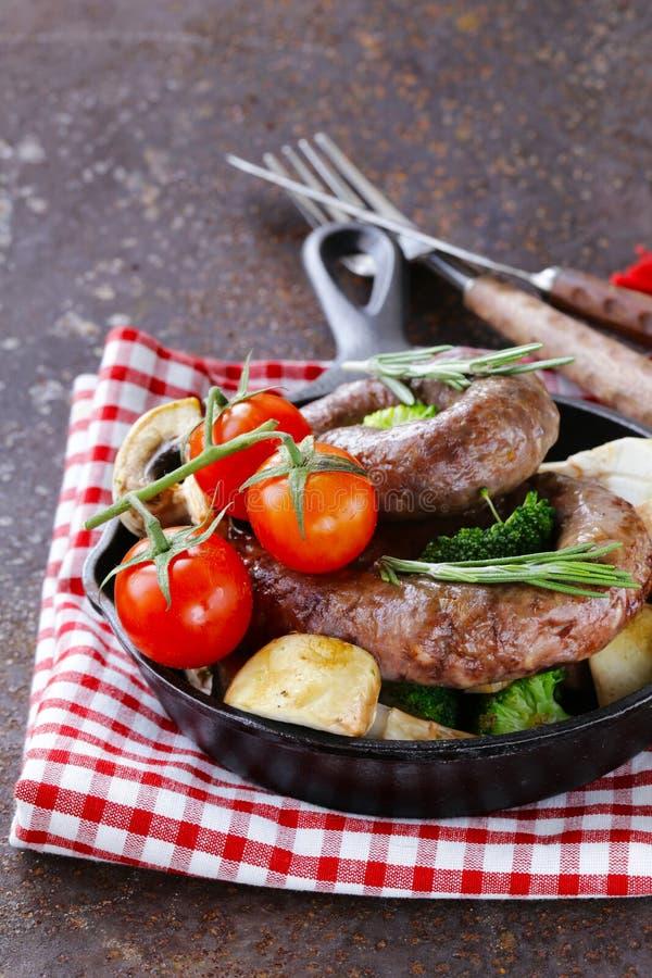 Домодельный пирог мяса с картошками стоковые фотографии rf
