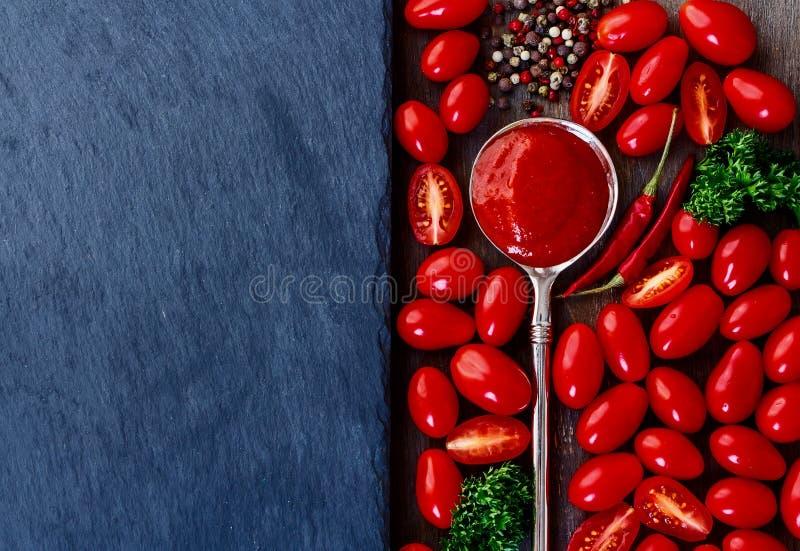 Домодельный томатный соус стоковое изображение rf
