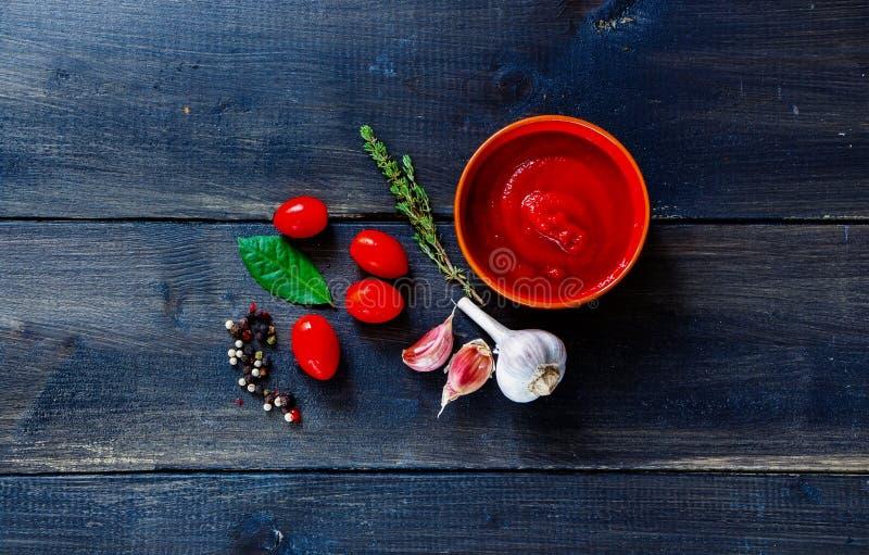Домодельный томатный соус стоковые изображения rf