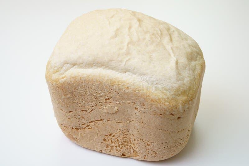 Домодельный хлеб произведенный машиной делать хлеба стоковые фотографии rf
