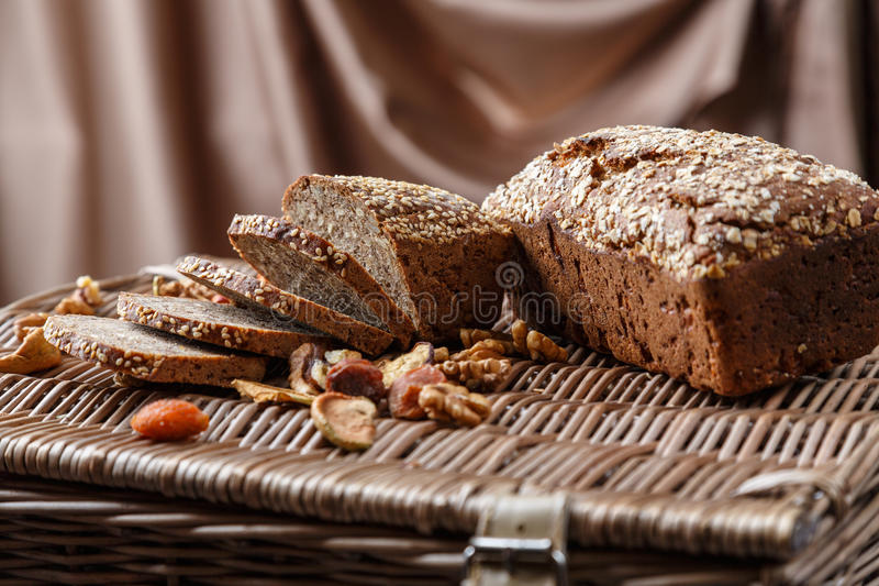 Домодельный хлеб с семенами стоковое фото rf