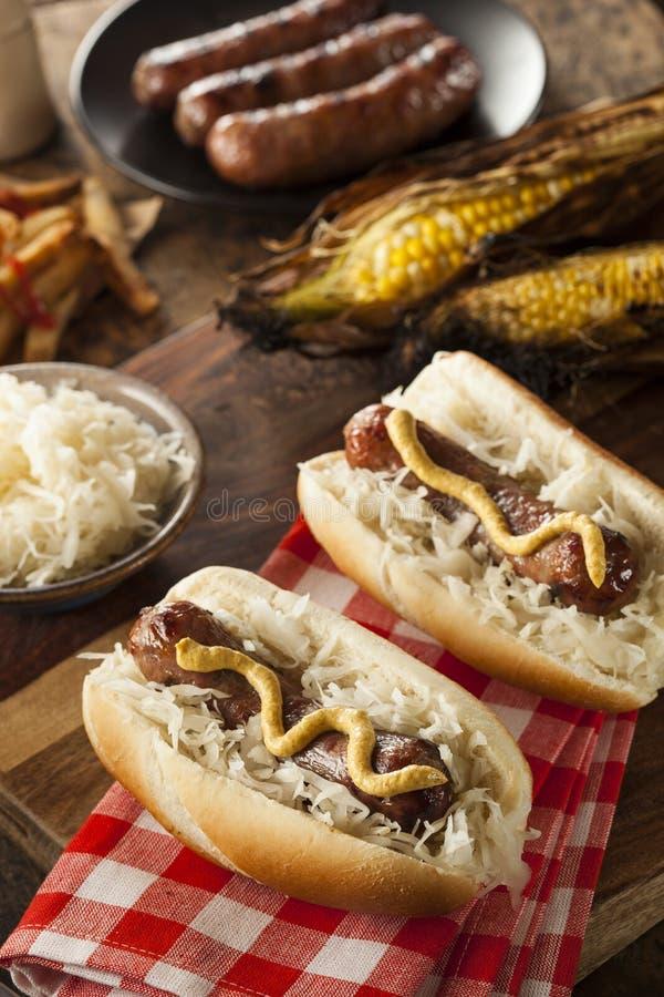 Download Домодельный Bratwurst с Sauerkraut Стоковое Фото - изображение насчитывающей вкусно, капуста: 41657692