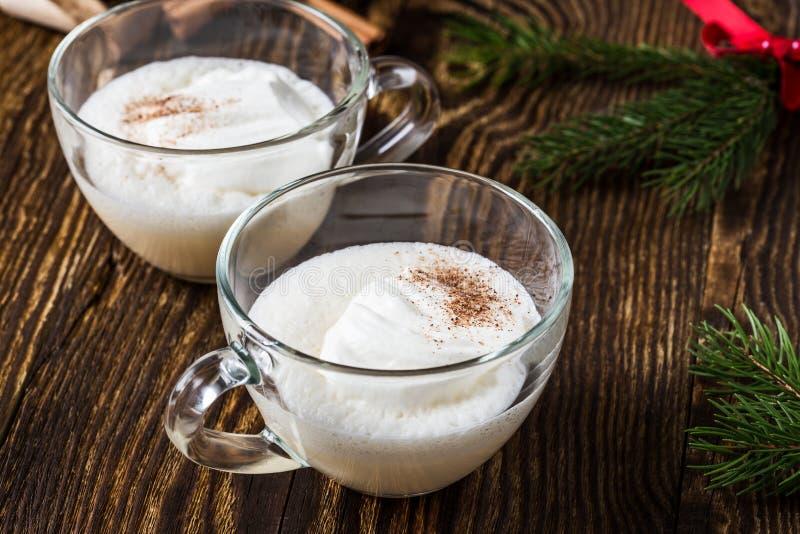 Домодельный eggnog, обслуживание праздника рождества стоковое фото rf