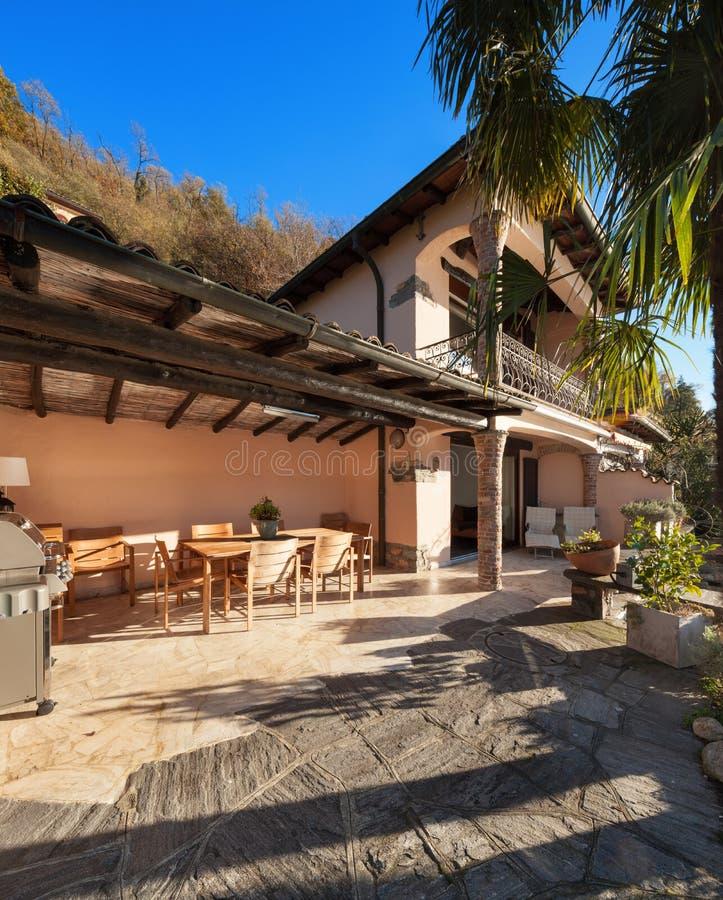 Дом, веранда на заходе солнца стоковая фотография