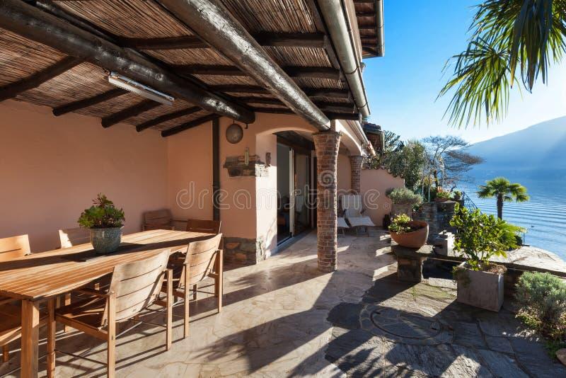 Дом, веранда на заходе солнца стоковые фото