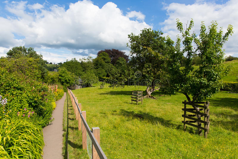 Дом верхней части холма сада около дома деревни района озера Sawrey бывшего к гончару Beatrix стоковые фото