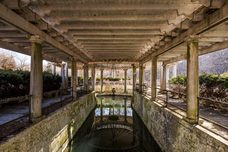 Дом весны - покинутая старая винокурня Тейлора - Франкфурт, Кентукки стоковые фотографии rf