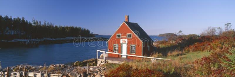 Дом в осени, Stonington омара, Мейн стоковая фотография