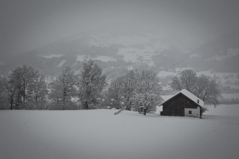 Дом в снежке стоковая фотография
