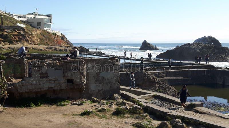 Дом в SF, Калифорния скалы, США стоковые фото