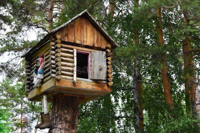 Дом леса сказки женщины Yaga стоковое фото