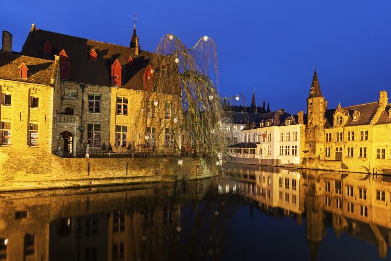 Дом и каналы в Брюгге стоковые фото