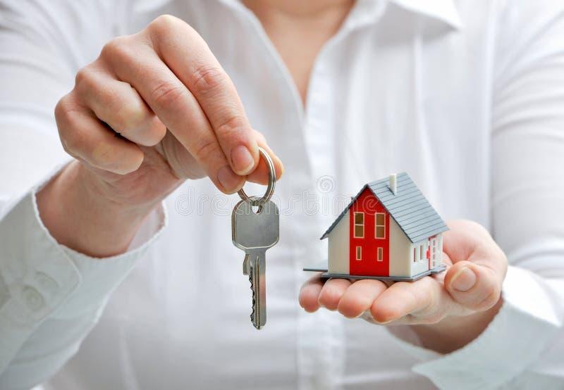 Дом и ключи стоковое изображение