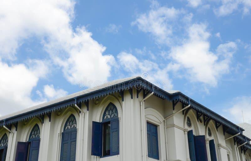 Дом и небо стоковое фото rf