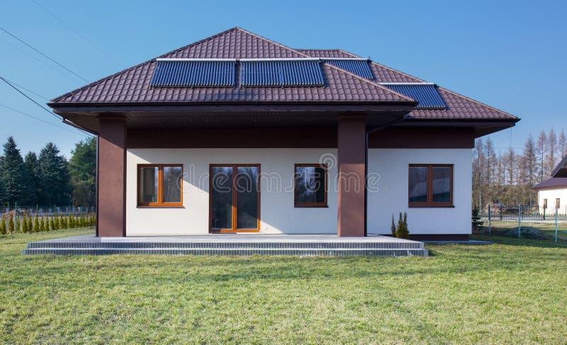 Дом красоты предназначенный для одной семьи стоковые фотографии rf
