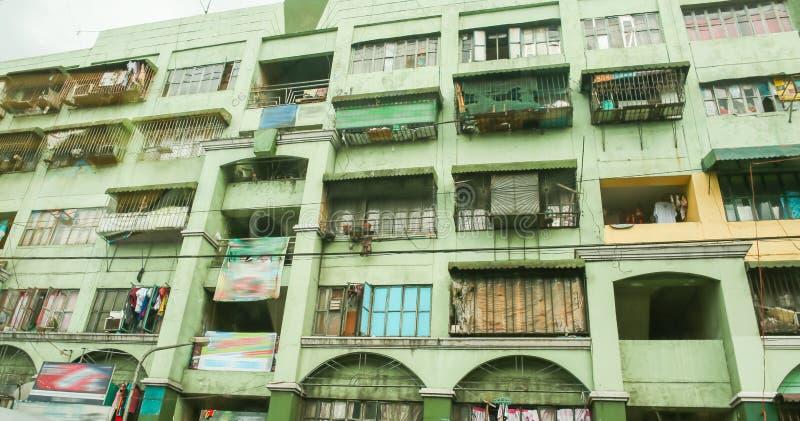 Дом мульти-этажа в плохой области Манилы philippines стоковые фотографии rf