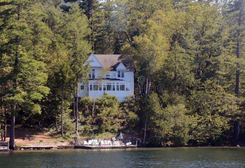 Дом озером стоковое фото rf