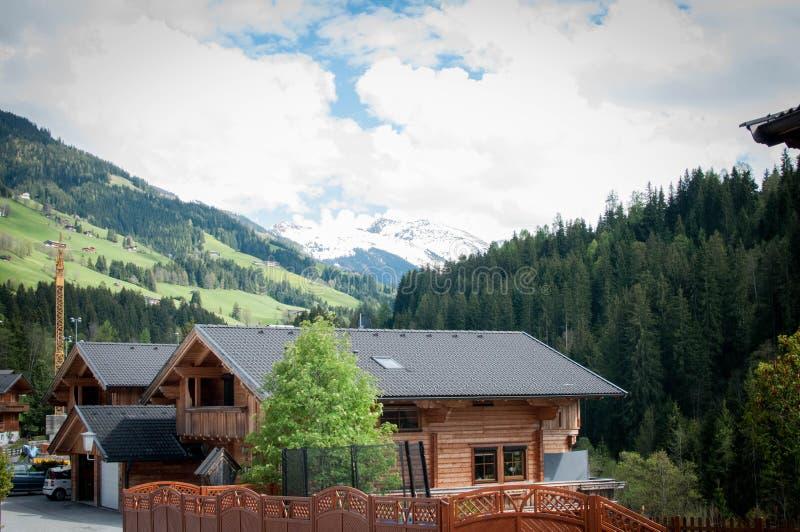 Дом под Альпами стоковые изображения