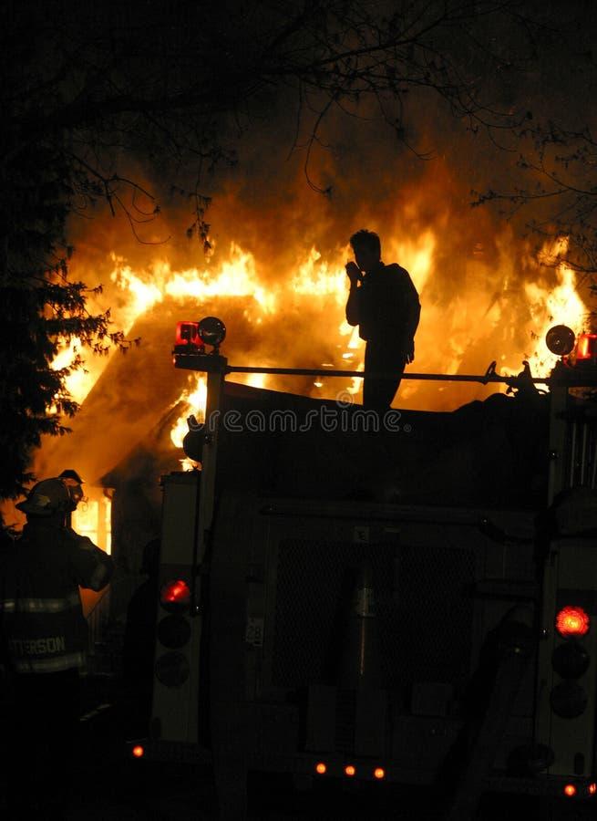 дом пожара стоковое фото