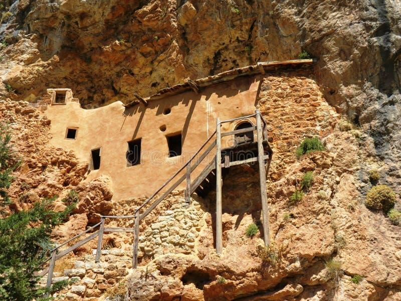 Дом построенный внутри горы. стоковое фото rf