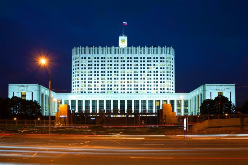 Дом правительства Российской Федерации ночи в сентябре moscow стоковое изображение