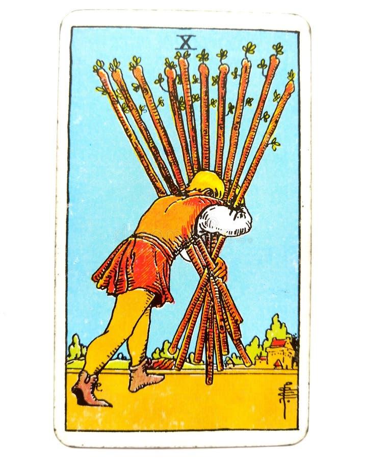 10 10 Дом-простирания карточки Tarot палочек почти там держат вашу голову вниз и держат пойти один окончательный успех нажима поч иллюстрация штока