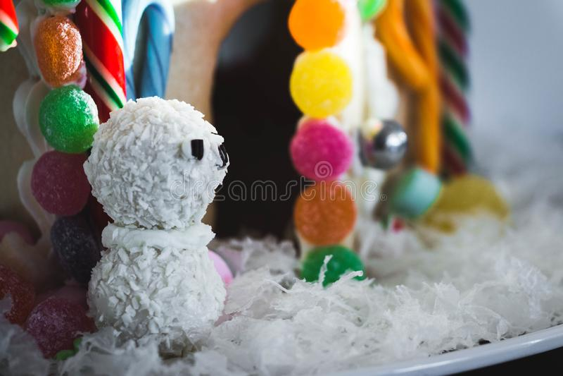 Дом пряника снеговика стоковые фотографии rf