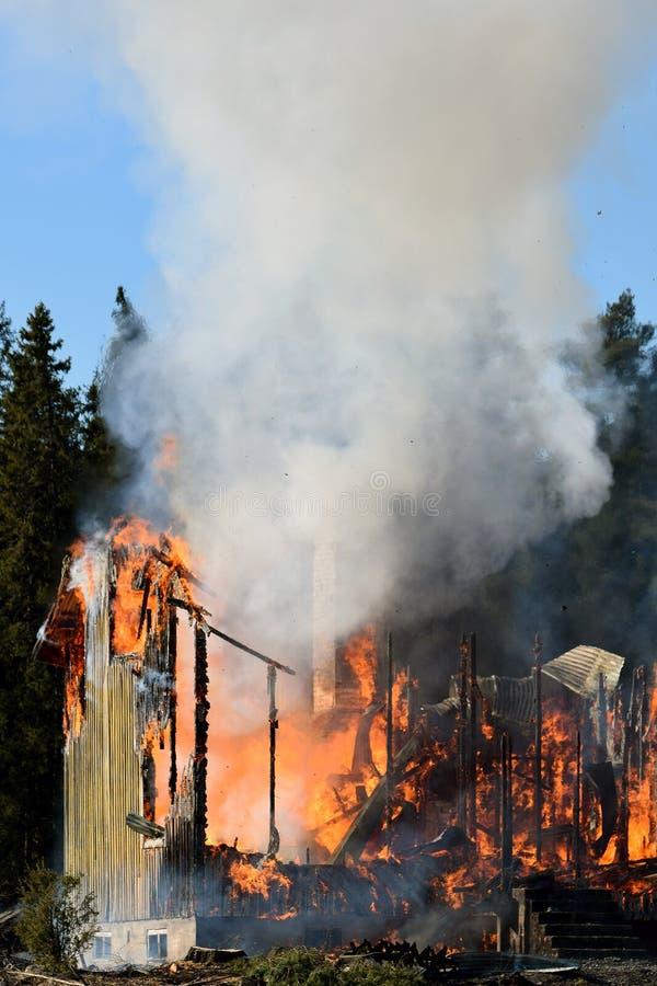 Дом разрушенная пожаром стоковое фото rf