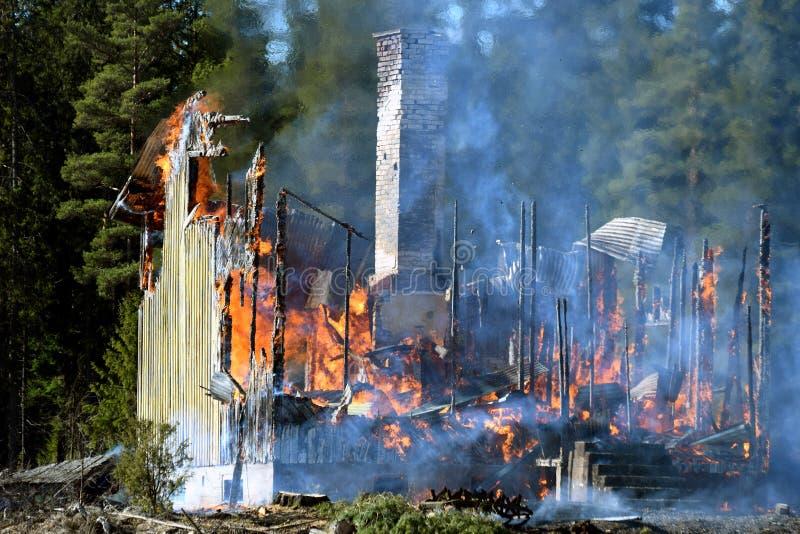 Дом разрушенная пожаром стоковое фото