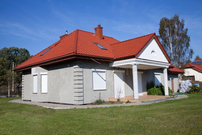дом семьи серая одиночная стоковые изображения