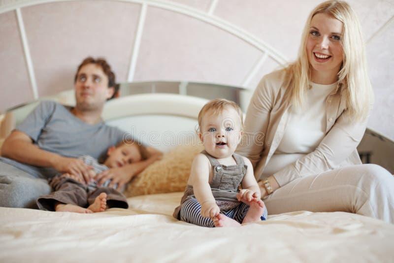 дом семьи счастливый стоковое изображение rf