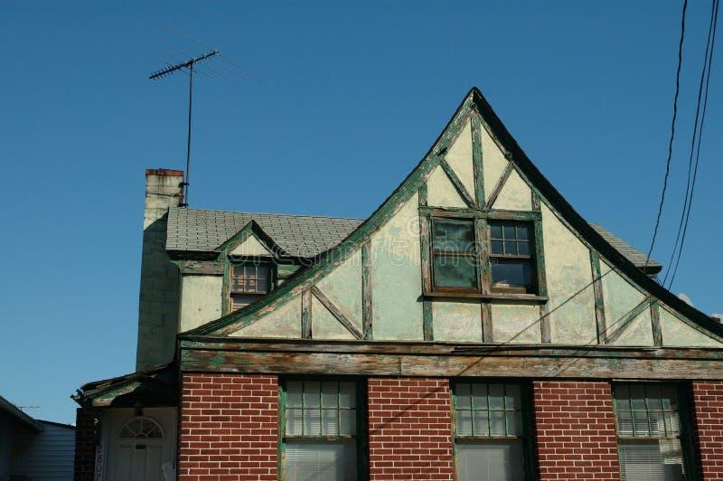 Download дом старая стоковое изображение. изображение насчитывающей привидение - 76243