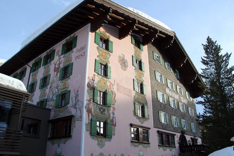 Дом стиля шале славный традиционный швейцарский стоковое фото rf