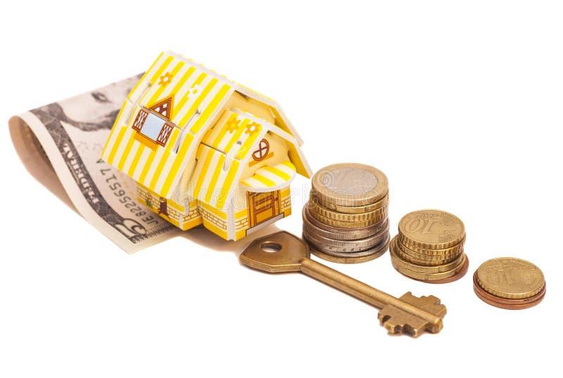 Дом с деньгами и ключом стоковое изображение rf