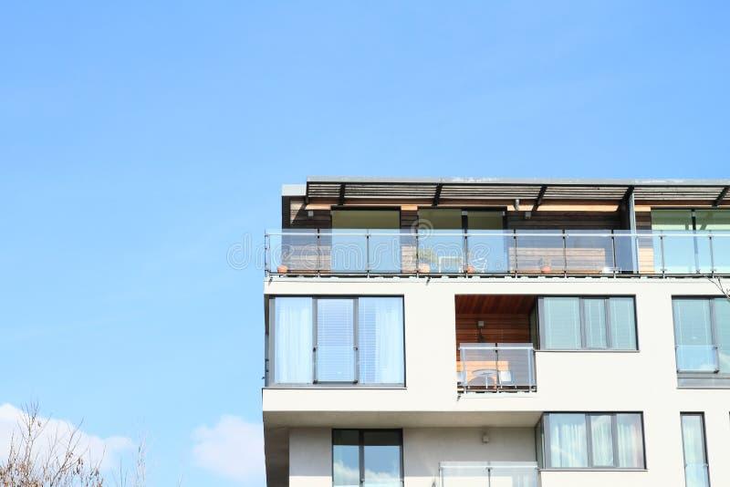 Дом с квартирами стоковая фотография