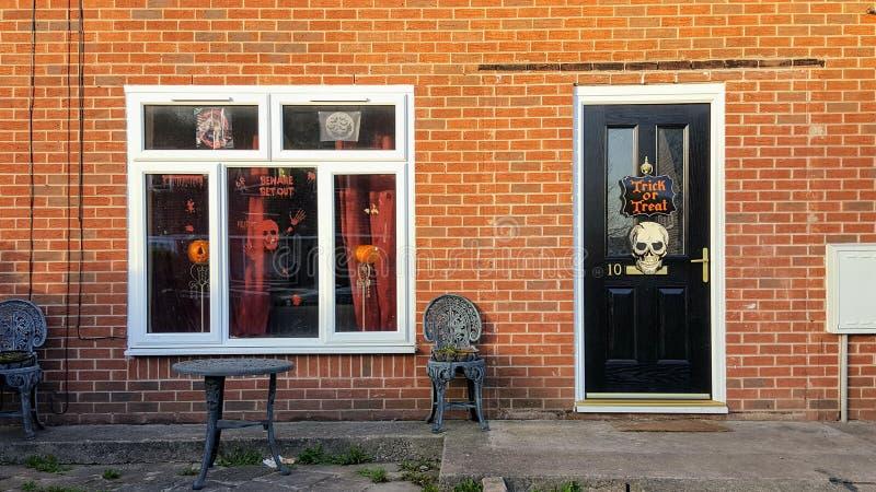 Дом украшенный на хеллоуин стоковая фотография rf