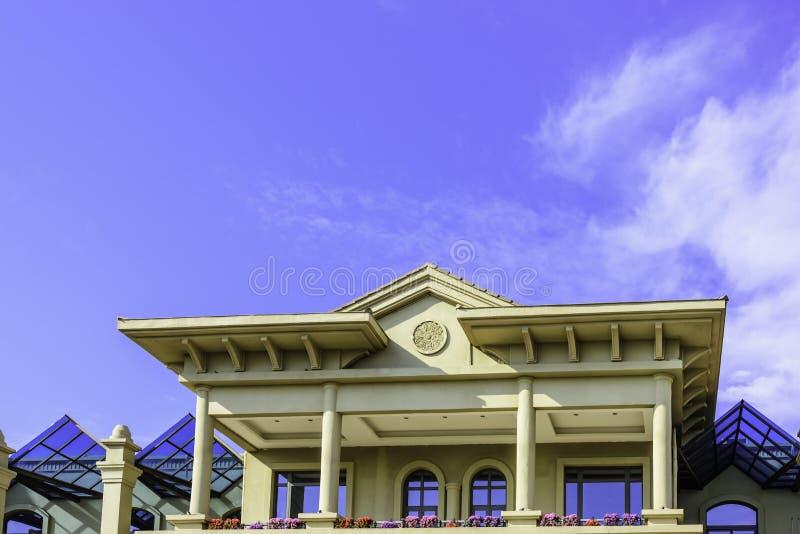 Дом для наклона и платформ стоковое фото
