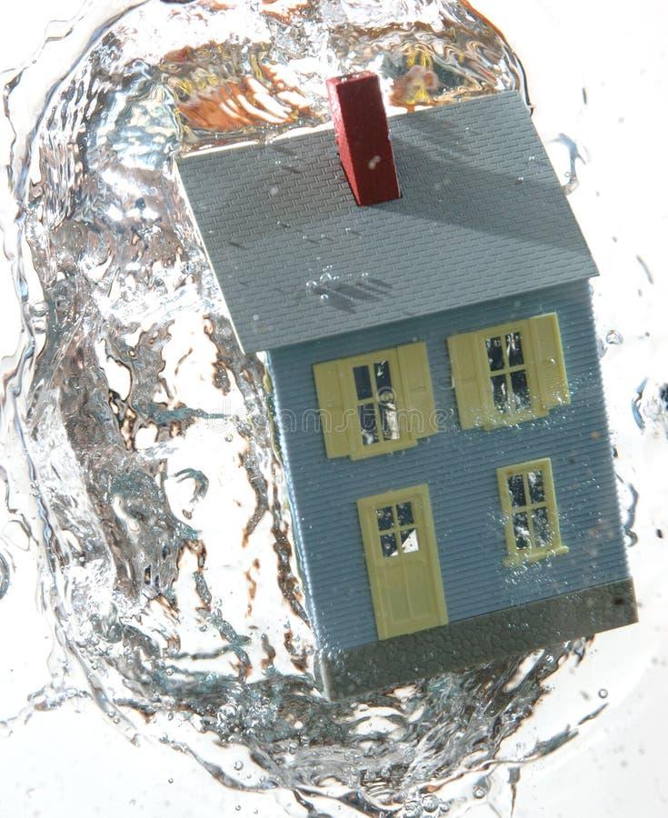дом 3 под водой стоковые изображения rf