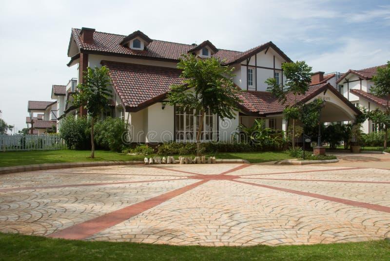 Download дом стоковое изображение. изображение насчитывающей дом - 6862645